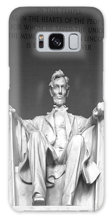 Abrham Lincoln Memorial Galaxy S8 Case featuring the photograph Lincoln Sitting by David Call