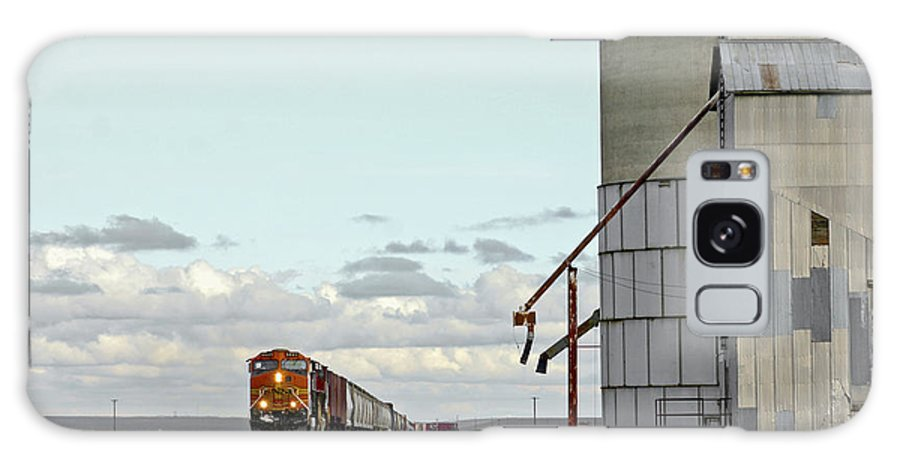Pictures Of Washington State Galaxy S8 Case featuring the photograph Locomotive And Silos by Wendy Raatz Photography