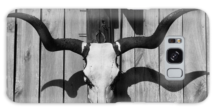 Steer Galaxy S8 Case featuring the photograph Longhorn Steer Skull by Richard Singleton