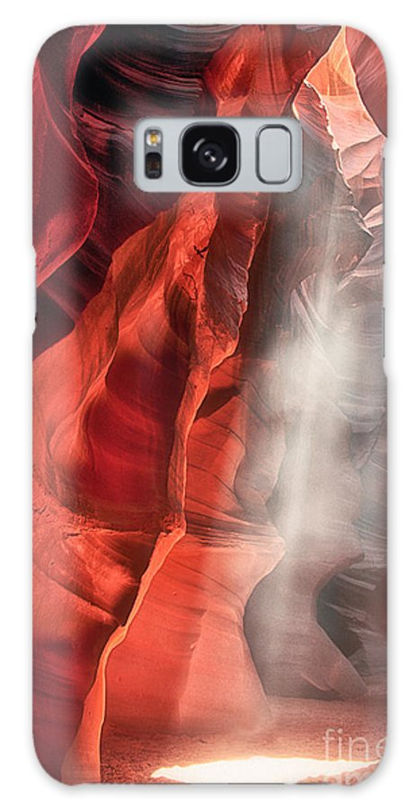 Upper Antelope Slot Canyon Galaxy S8 Case featuring the photograph Upper Antelope Canyon Litebeam by Jerry Fornarotto