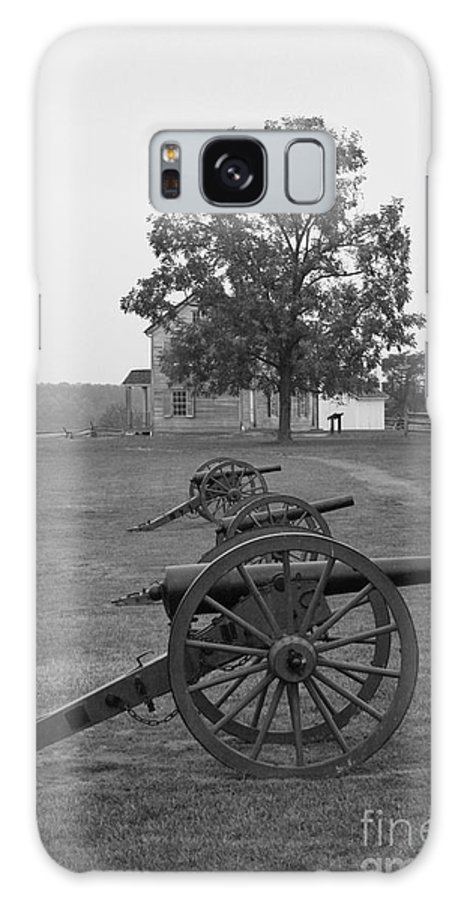 Manassas Galaxy S8 Case featuring the photograph Manassas Battlefield Cannon And House by Christiane Schulze Art And Photography