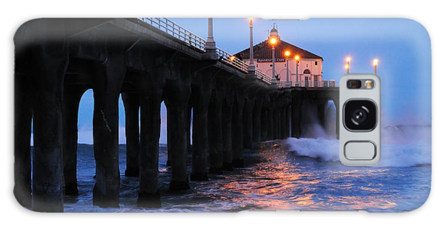 Manhattan Beach Pier Galaxy S8 Case featuring the photograph Manhattan Beach Pier Crashing Surf by Vivian Christopher