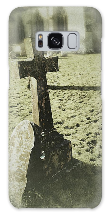 Grave Stone Galaxy S8 Case featuring the photograph Memorial Cross by John Colley
