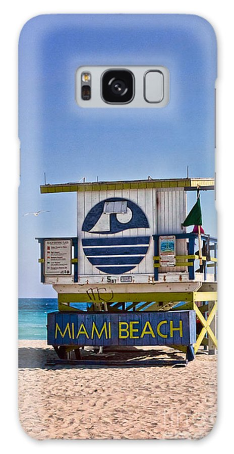 Lifeguard Galaxy S8 Case featuring the photograph Miami Beach Lifeguard Station by Les Palenik