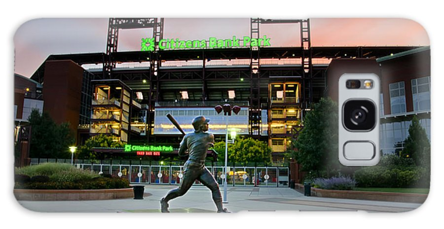Mike Galaxy S8 Case featuring the photograph Mike Schmidt Statue At Dawn by Bill Cannon
