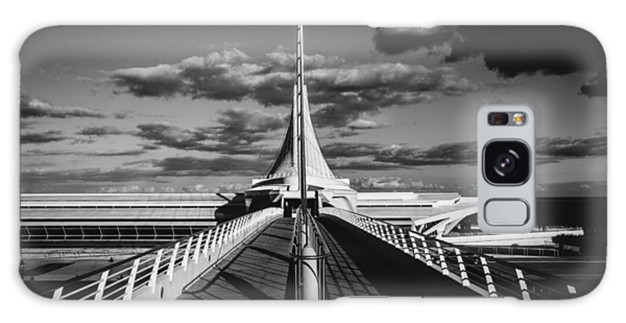 Milwaukee Art Museum Photographs Galaxy S8 Case featuring the photograph Milwaukee Art Museum - Wisconsin by Silviu Z