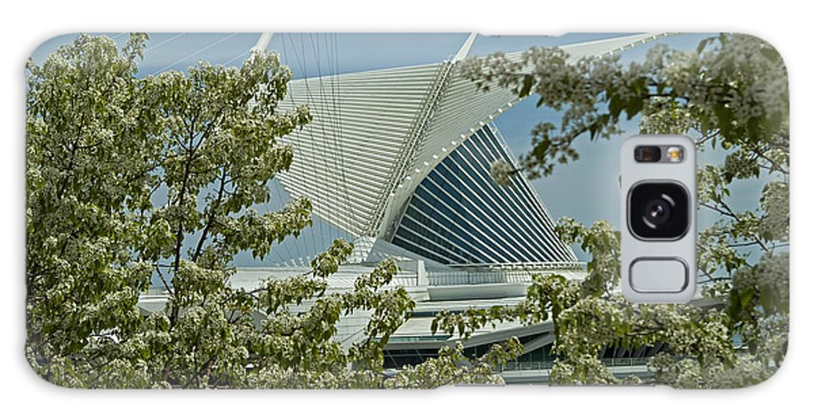 Milwaukee Art Museum Galaxy S8 Case featuring the photograph Milwaukee Art Museum Through Flowered Trees by Devinder Sangha