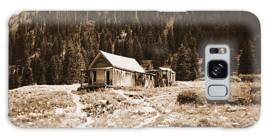 Mining Galaxy S8 Case featuring the photograph Mining House In Black And White by Jennifer Lavigne
