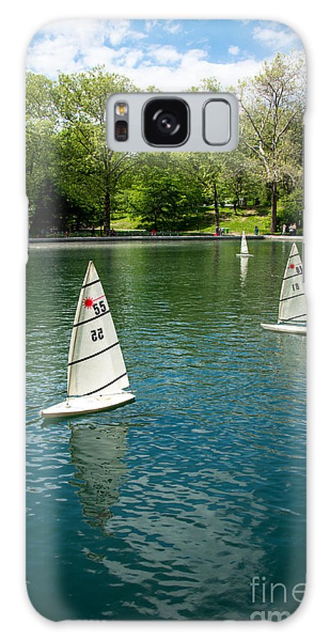 Central Park Galaxy S8 Case featuring the photograph Model Boats On Conservatory Water Central Park by Amy Cicconi