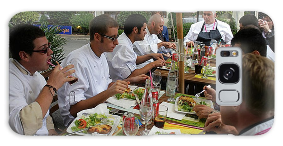 South Of France Galaxy S8 Case featuring the photograph Mougins Chefs Eat Lunch by Ros Drinkwater
