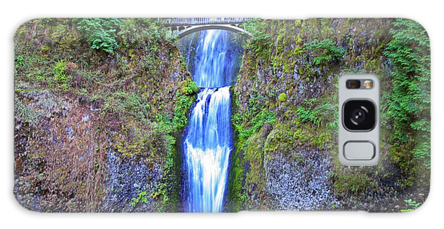Waterfalls Galaxy S8 Case featuring the photograph Multnomah Falls by Peter Tellone