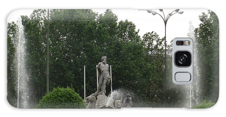 Madrid Galaxy S8 Case featuring the photograph Neptune Fountain In Madrid by Deborah Smolinske