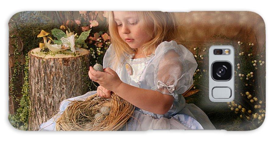 Little Girl Galaxy S8 Case featuring the photograph Nesting Wonder by Lindi Lambert