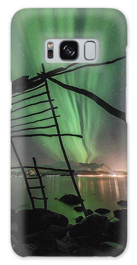 Northern Lights Galaxy S8 Case featuring the photograph Northern Lights Rays by Tom Kiil