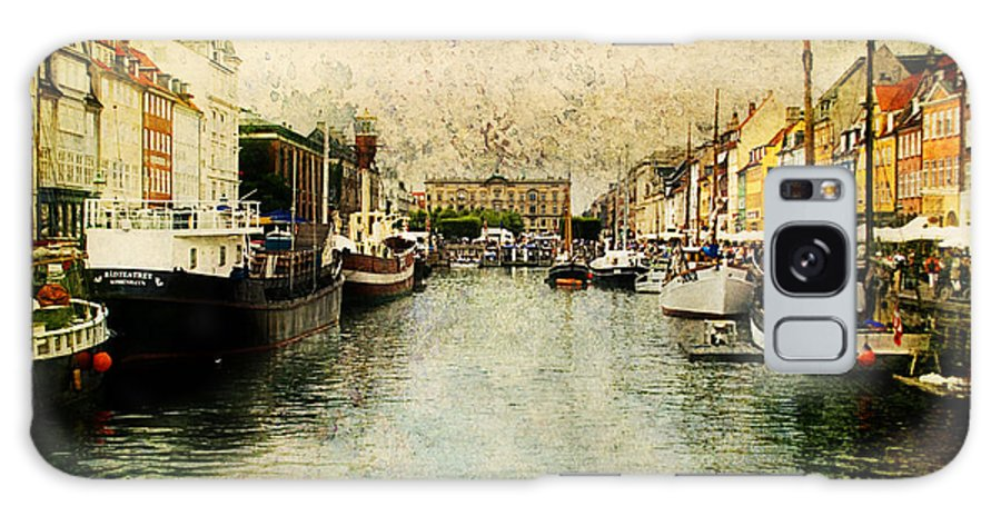 Nyhavn Galaxy S8 Case featuring the photograph Nyhavn by Joan McCool