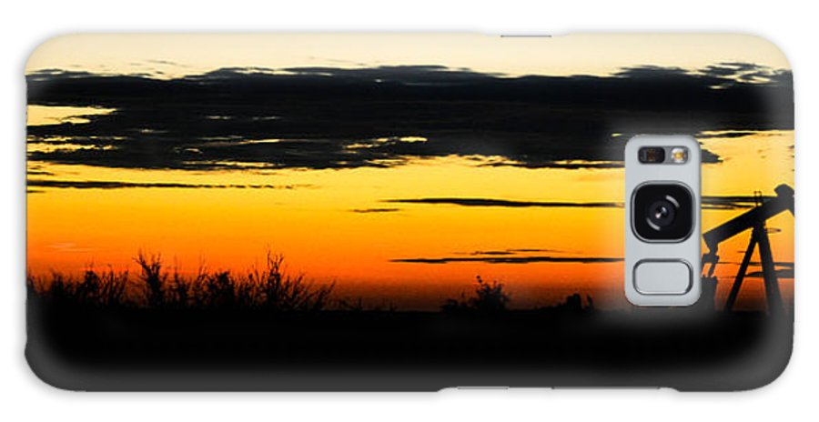 Oilfield Galaxy S8 Case featuring the photograph Oilfield Sunrise by Mark Short