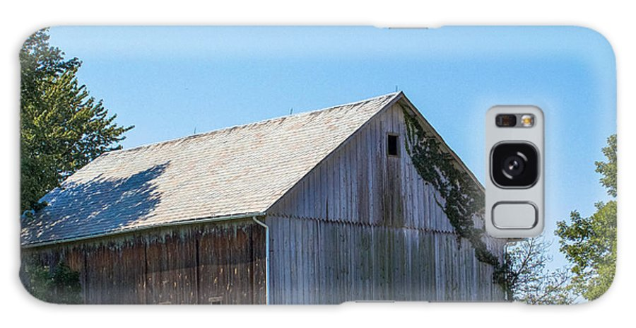 Barn Galaxy S8 Case featuring the photograph Old Barn 1 by Coertje Feil