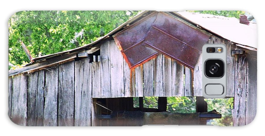 Galaxy S8 Case featuring the photograph Old Barn 2 by Shirley Moravec
