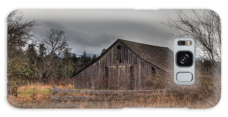 Heritage Galaxy S8 Case featuring the photograph Old Barn by Randy Hall