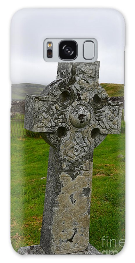 Celtic Cross Galaxy S8 Case featuring the photograph Old Cemetery Stones In Scotland by DejaVu Designs