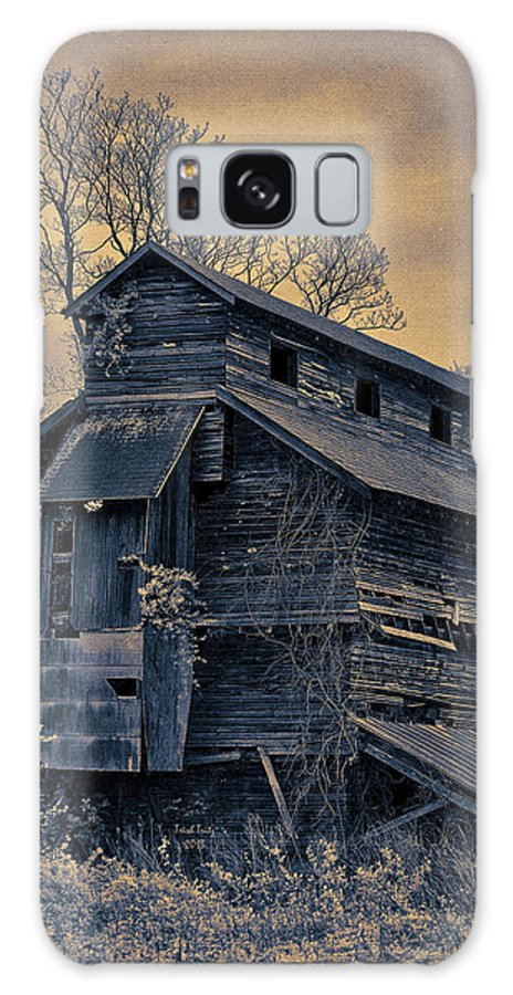 House Galaxy S8 Case featuring the photograph Old Douglassville Hotel by Trish Tritz