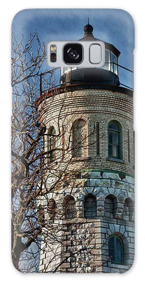 Lighthouse Galaxy S8 Case featuring the photograph Old Fort Niagara Lighthouse 4484 by Guy Whiteley