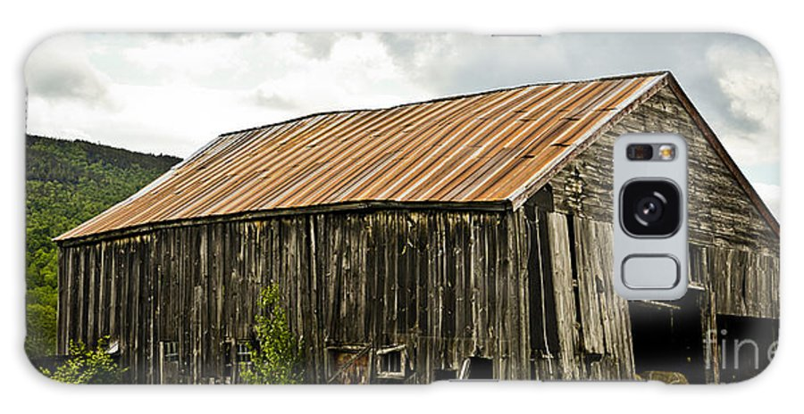 Old Galaxy S8 Case featuring the photograph Old Maine Barn by Alana Ranney
