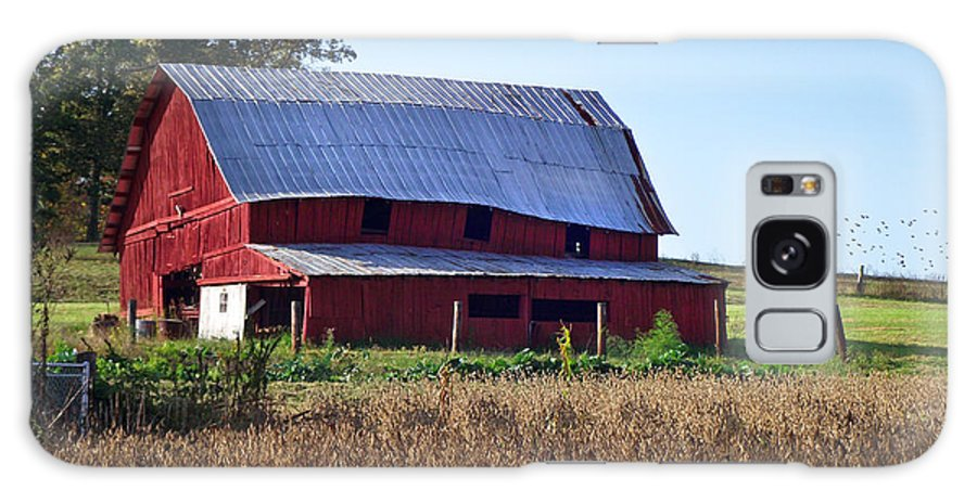 Duane Mccullough Galaxy S8 Case featuring the photograph Old Red Barn Near Etowah Nc by Duane McCullough