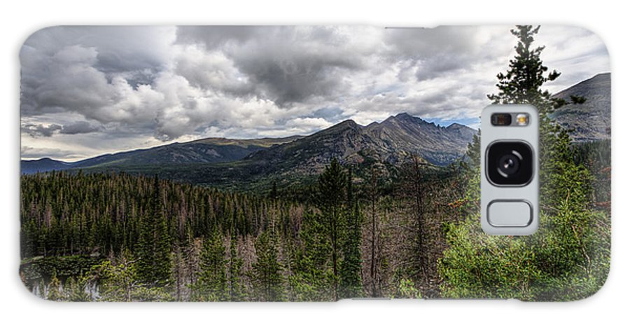 Rocky Mountain National Park Galaxy S8 Case featuring the photograph On The Edge by Scott Wood