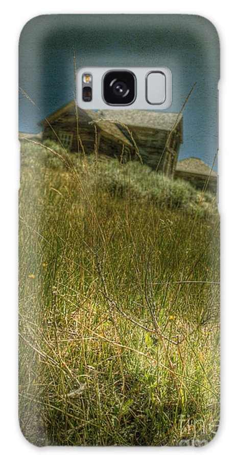 Structure; Wood; Wooden; Country; Countryside; Desert; Deserted; Hill; Worn; Abandoned; Boards; Ruins; Grasses; Hills; House; Home; Dark; Ominous; Buildings; Rural; Vast; Dirt; Window; Sky; Vintage; Antique Galaxy S8 Case featuring the photograph On The Top Of Grassy Hill by Margie Hurwich