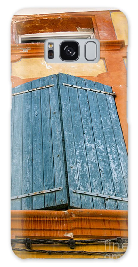 Apt France Window Windows Shutter Shutters City Cities Cityscape Cityscapes Provence Galaxy S8 Case featuring the photograph Orange And Blue by Bob Phillips