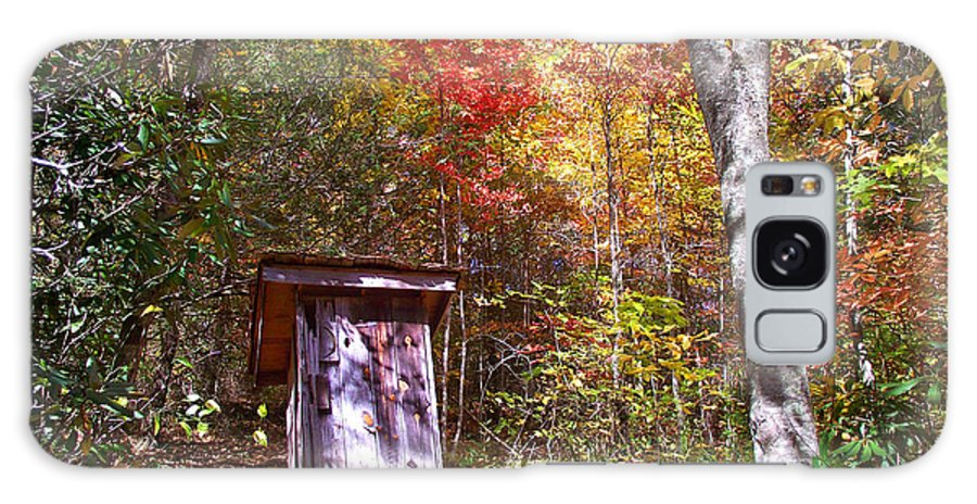 Out Houses Galaxy S8 Case featuring the photograph Out House In The Fall by Duane McCullough