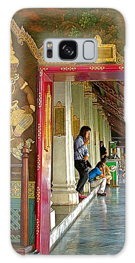 Outer Hall In Thai-khmer Pagoda At Grand Palace Of Thailand In Bangkok Galaxy S8 Case featuring the photograph Outer Hall In Thai-khmer Pagoda At Grand Palace Of Thailand by Ruth Hager