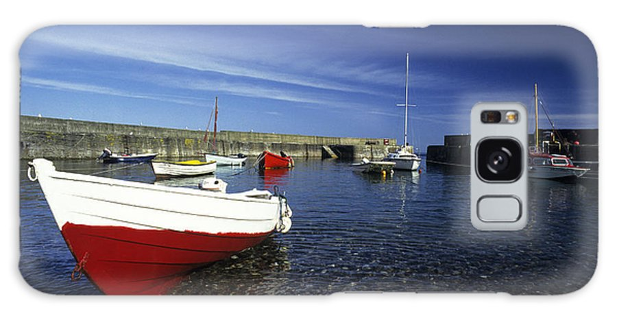 Horizontal Galaxy S8 Case featuring the photograph Pennan Harbour Scotland by Jim Wallace