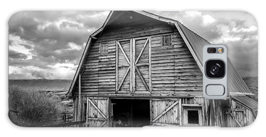 Barn Galaxy S8 Case featuring the photograph Pinedale Barn by Trish Kusal