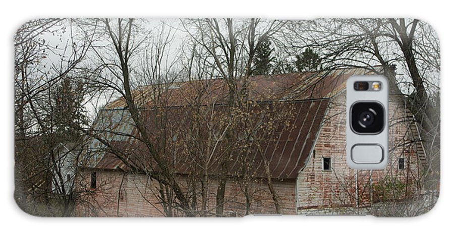 Pink Barn Galaxy S8 Case featuring the photograph Pink Barn by Alice Markham