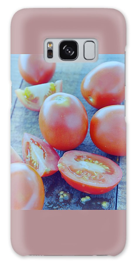 Fruits Galaxy S8 Case featuring the photograph Plum Tomatoes On A Wooden Board by Romulo Yanes
