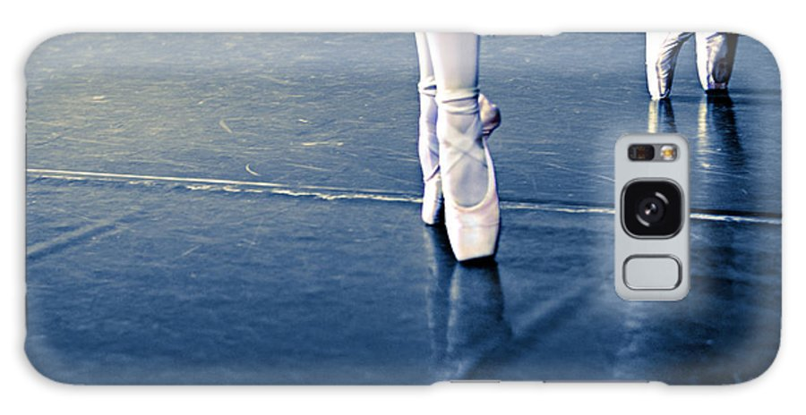 Dance Galaxy S8 Case featuring the photograph Pointe by Laura Fasulo