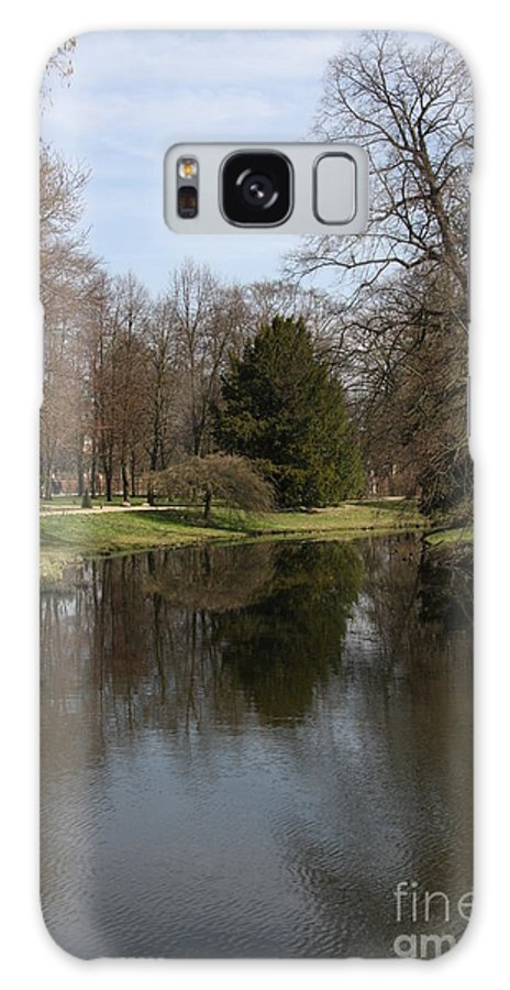 Pond Galaxy S8 Case featuring the photograph Pond In The Park by Christiane Schulze Art And Photography