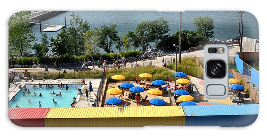 Pool Galaxy S8 Case featuring the photograph Pop Up Pool In Brooklyn Bridge Park by Diane Lent