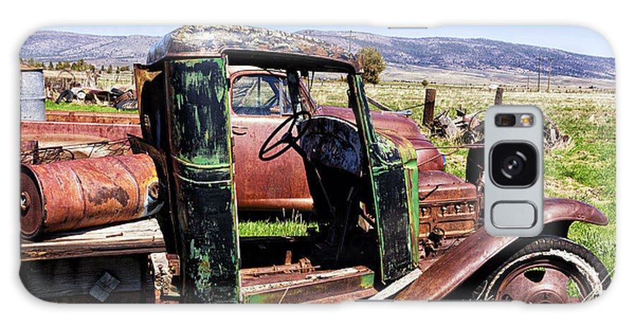 Vintage Truck Galaxy S8 Case featuring the photograph Ready To Roll by Kathleen Bishop