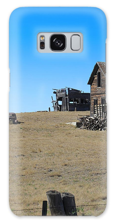 North Dakota Galaxy S8 Case featuring the photograph Real Estate On The Open Plain by Kathleen Scanlan