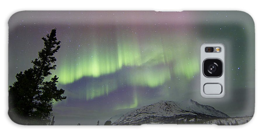 Horizontal Galaxy S8 Case featuring the photograph Red And Green Aurora Borealis by Joseph Bradley