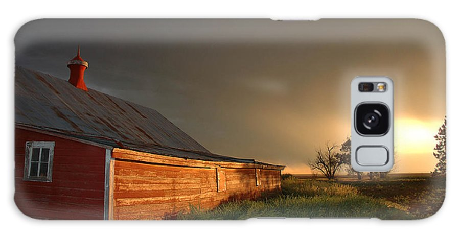 Barn Galaxy S8 Case featuring the photograph Red Barn At Sundown by Jerry McElroy