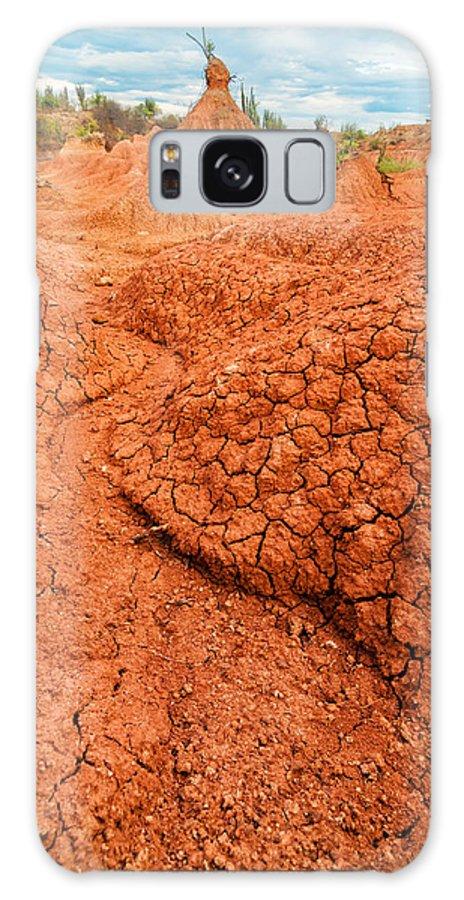 Desert Galaxy S8 Case featuring the photograph Red Desert Column by Jess Kraft