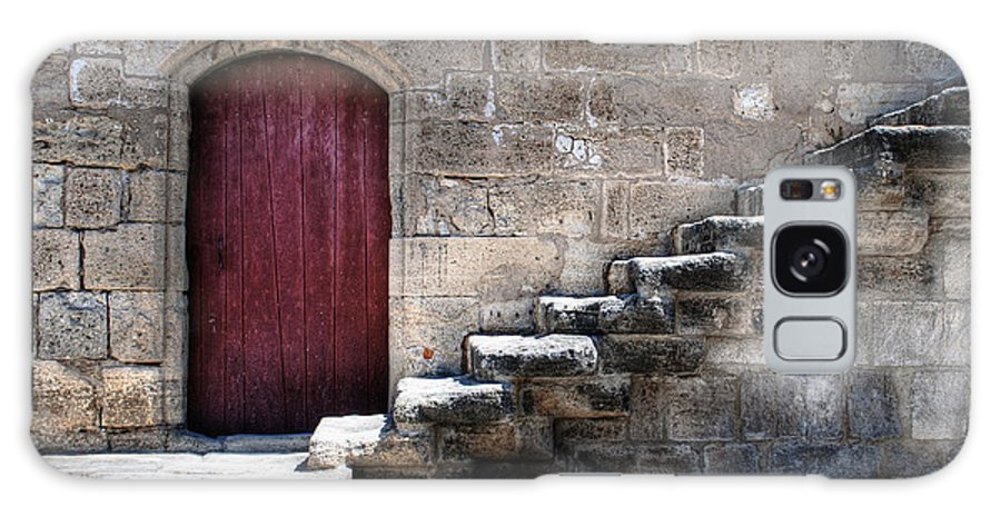 Aigues-mortes Galaxy S8 Case featuring the photograph Red Door by Tammo Strijker