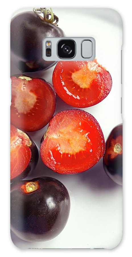 Solanum Lycopersicum Galaxy S8 Case featuring the photograph Ripe Black Tomatoes (indigo Rose) by Ian Gowland