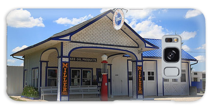 66 Galaxy S8 Case featuring the photograph Route 66 - Odell Gas Station 7 by Frank Romeo