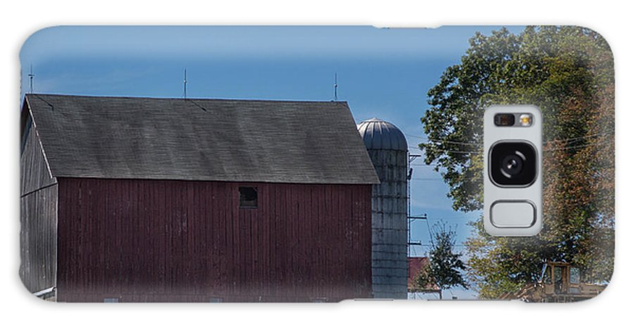 Barn Galaxy S8 Case featuring the photograph Rt 66 Barn by Anthony Thomas