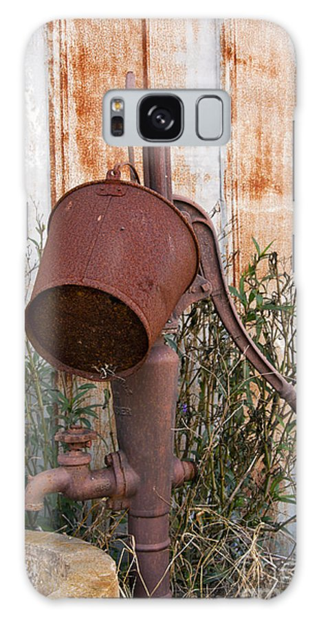 Schulenburg Texas Water Pump Pumps Rusted Bucket Buckets Texture Galaxy S8 Case featuring the photograph Rusted And Out Of Use by Bob Phillips